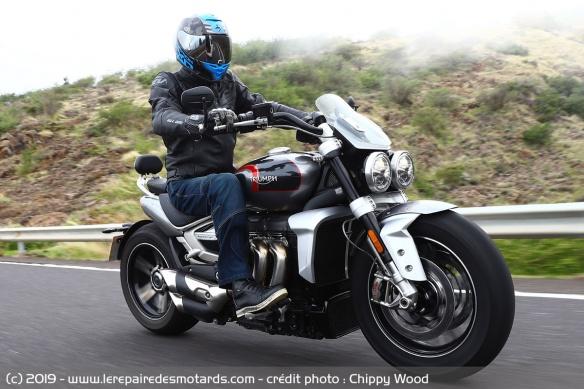 Essai comparatif motos Triumph Rocket 3 R et GT Triumph-rocket-3-gt-ligne-droite