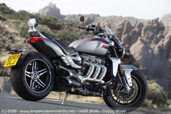 Essai comparatif motos Triumph Rocket 3 R et GT Triumph-rocket-3-gt-static-ar