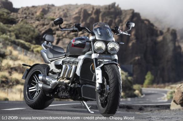 Essai comparatif motos Triumph Rocket 3 R et GT Triumph-rocket-3-gt-static