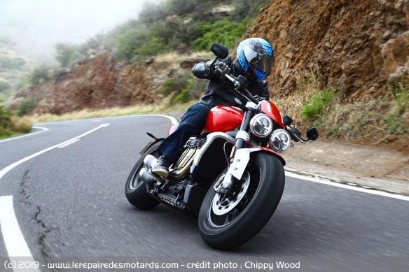Essai comparatif motos Triumph Rocket 3 R et GT Triumph-rocket-3-r-route-face