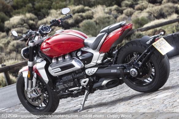 Essai comparatif motos Triumph Rocket 3 R et GT Triumph-rocket-3-r-static-ar