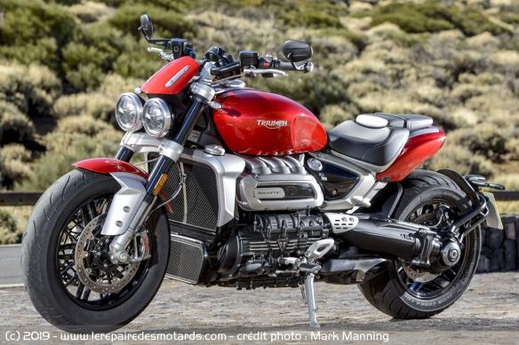 Essai comparatif motos Triumph Rocket 3 R et GT Triumph-rocket-3-r-static