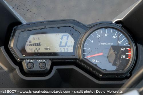 Petite Question Sur Le Refroidissement D'Un Fz6 ^^   Yamaha-fz6-compteurs