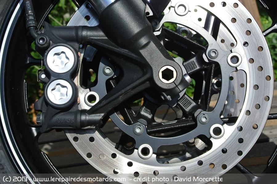 Qu'avez-vous fait aujourd'hui avec votre MT-09 ou votre Tracer ? - Page 5 Yamaha-mt-09-freins_hd