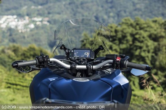 Découvrir la Yamaha 900 Niken GT - 2019 Ergonomie-moto-3-roues-yamaha-niken-gt