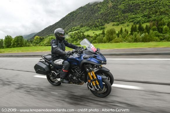 Découvrir la Yamaha 900 Niken GT - 2019 Moto-3-roues-yamaha-niken-gt-autoroute