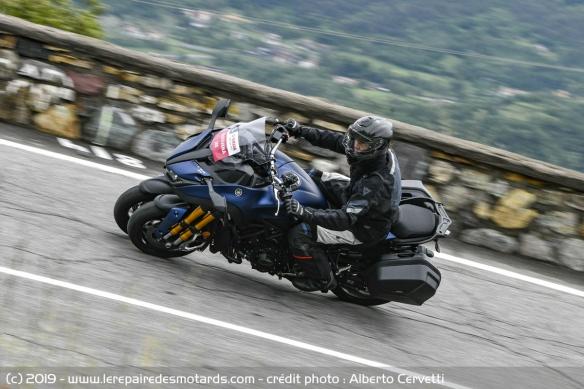 Découvrir la Yamaha 900 Niken GT - 2019 Moto-3-roues-yamaha-niken-gt-route-gauche-virage