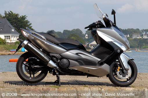 Victor31 chez Perf' 31 - Page 2 Yamaha-tmax-500-abs-cote