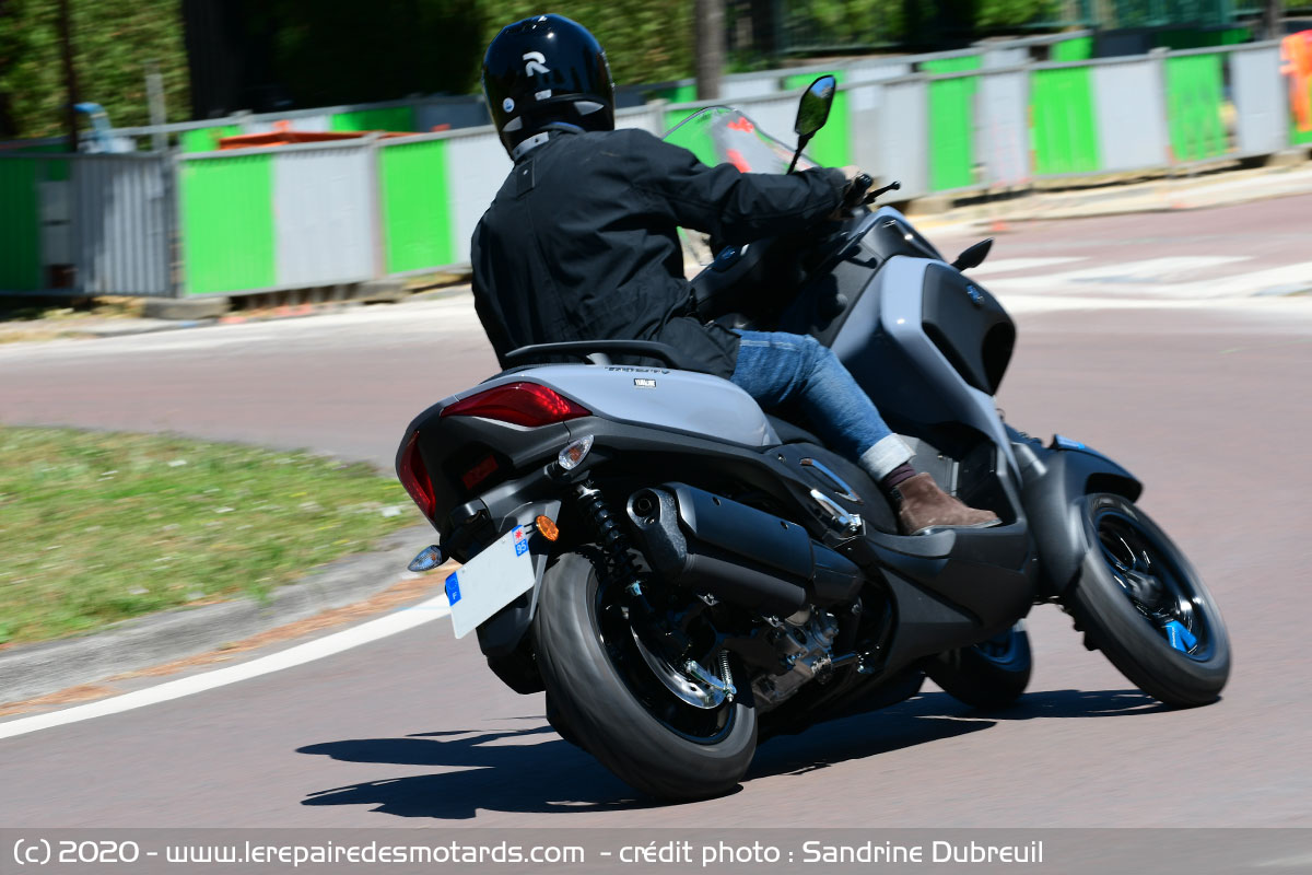 Essai Yamaha Tricity 300 : hiérarchie bousculée ? Inclinaison-yamaha-tricity-300_hd