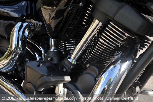 Le retour de la Yamaha Venture 1'800cc pour 2018 - La Honda Goldwing en ligne de mire - Page 2 Yamaha-xv-1900-moteur
