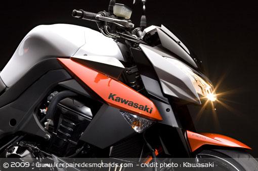 Ils avaient une MT 01 avant, leurs impressions. - Page 3 Kawasaki-z-1000-phare