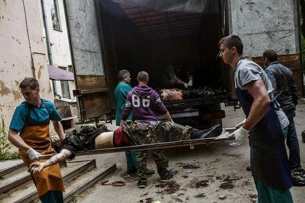 ukraine - Affrontements en Ukraine : Ce qui est caché par les médias et les partis politiques pro-européens - Page 9 Mort-est-ukraine-05-2014-10