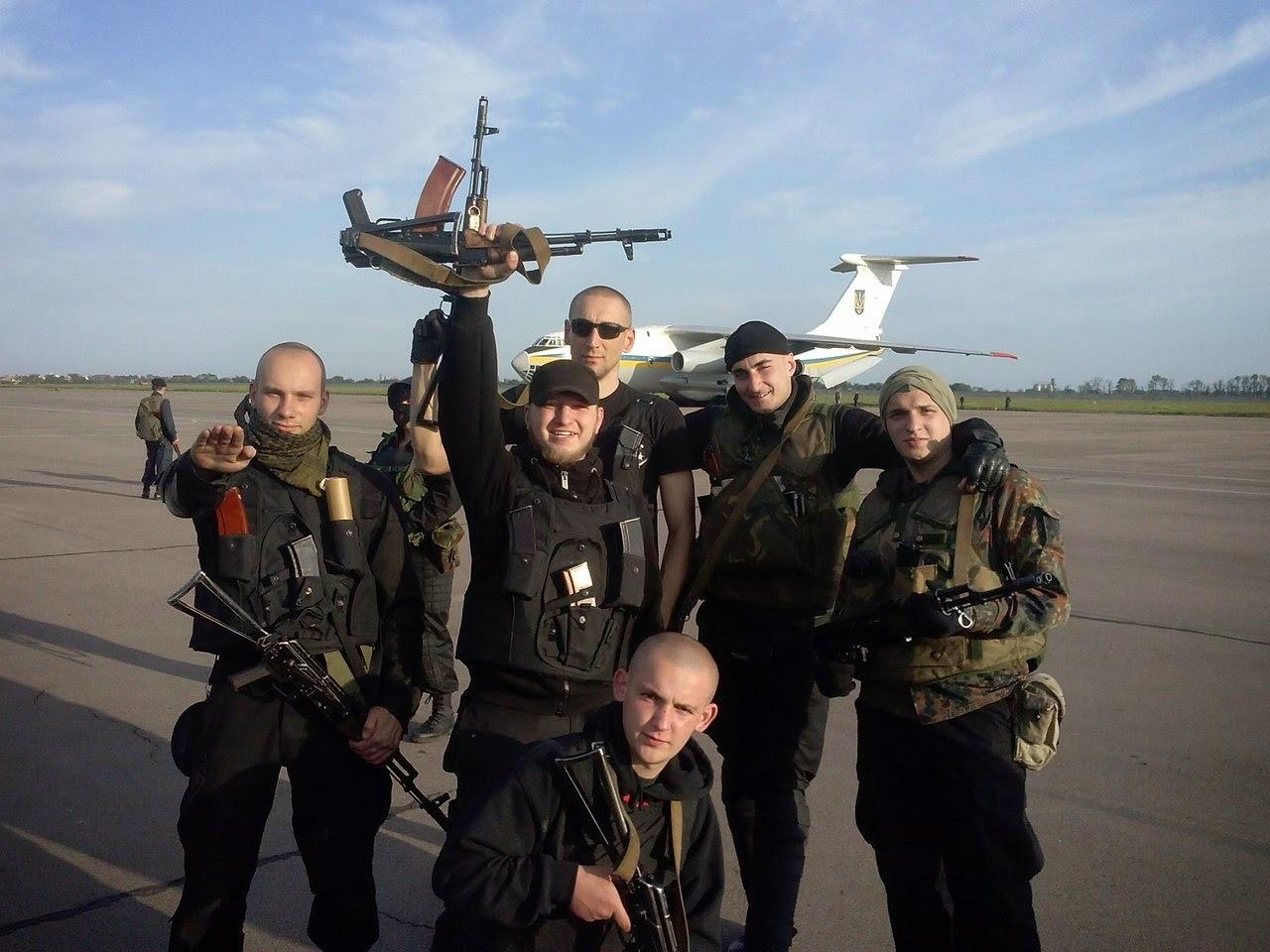Affrontements en Ukraine : Ce qui est caché par les médias et les partis politiques pro-européens Volontaires-ukraine-16-05-2014
