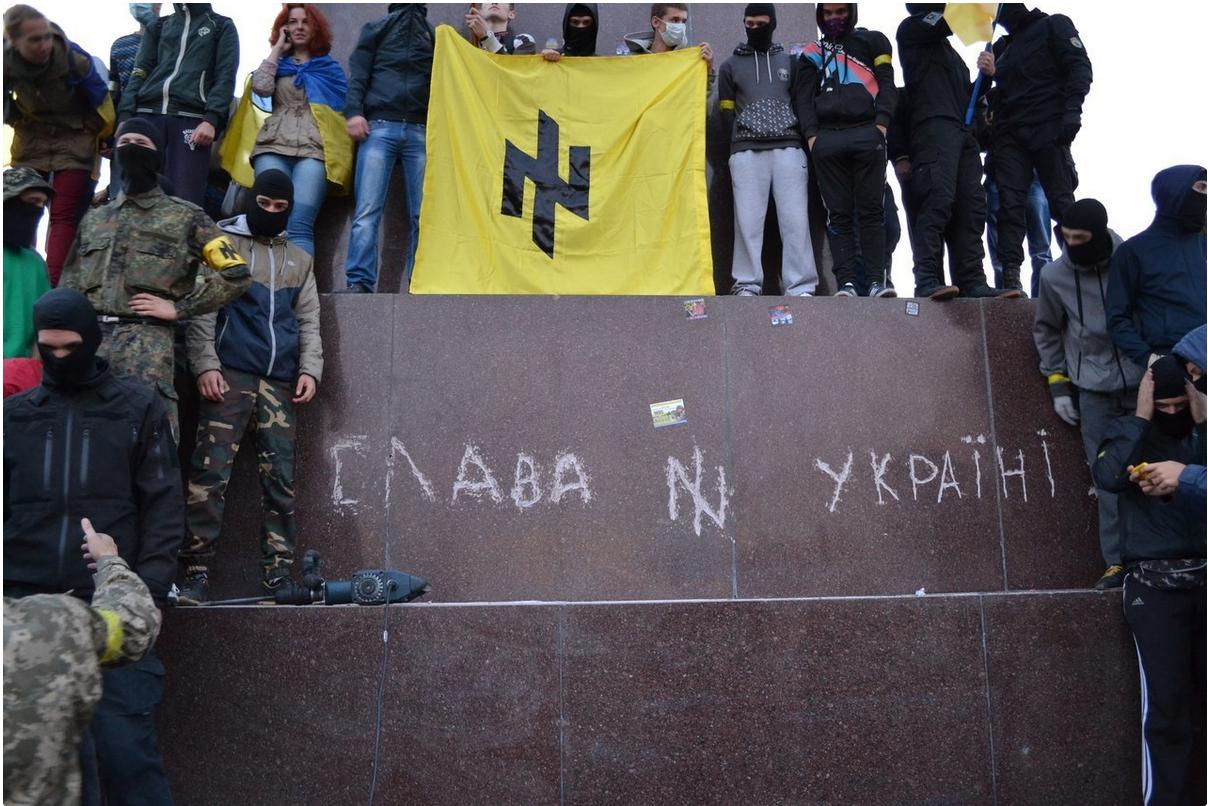 Affrontements en Ukraine : Ce qui est caché par les médias et les partis politiques pro-européens - Page 15 Azovkharkiv