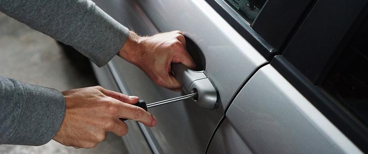 le saviez-vous?En Afrique du Sud, il est légal d'installer des lances-flammes sur les côtés de sa voiture pour éloigner les voleurs ! Vol-voiture