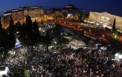 La révolte grecque, modèle pour les peuples européens - Page 4 .athenes_nuit_s