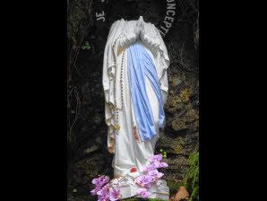 deux statues de la Vierge vandalisées 2315701_16008931-plolourdes-20131126-m116a_298x224