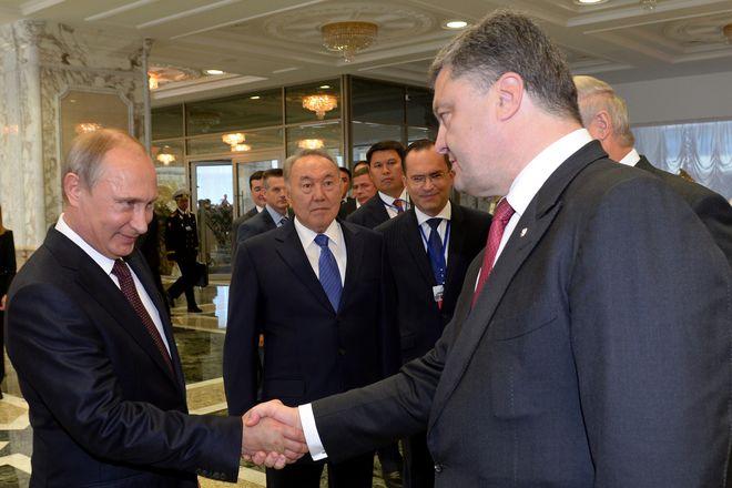 Sommet de Minsk. Poutine et Porochenko se serrent la main Photo-afp_2053116