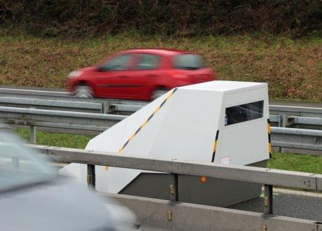 """les """"radars de virages"""" se déploient Securite-routiere-les-radars-ne-seront-pas-installes-en-plei_3616874"""