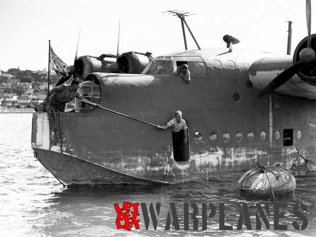 Diverses photos de la WWII - Page 5 Photo-12-Short-S.25-Sunderland-RAAF-closeup-Sydney-Australia-01