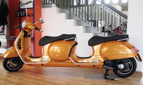 Motocicleta Vespa para 4 personas Vespa-built-a-four-seater-Stretch-Scooter