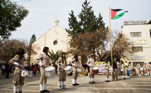 مجهولون يلقون قنبلة يدوية على كنيسة اللاتين في قطاع غزة Gazza-church_