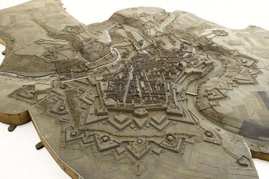 Histoire : France en relief Luxembourg-1116787