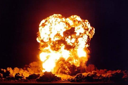 Histoire : Premiers essais nucléaires Bombe-smoky-1097271