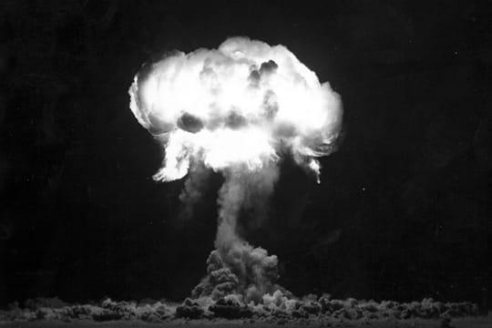 Histoire : Premiers essais nucléaires Largage-ballon-1097290