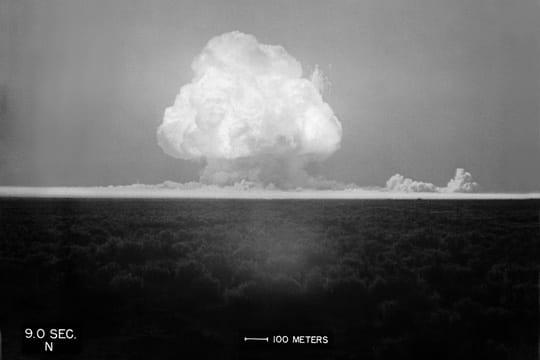 Histoire : Premiers essais nucléaires Premiere-bombe-atomique-1104504