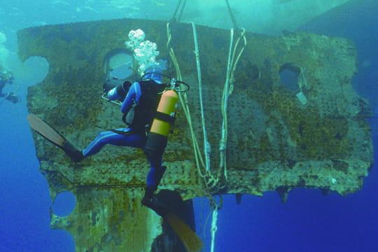 Cent ans plus tard : L'épave du Titanic Big-piece-titanic-1197474