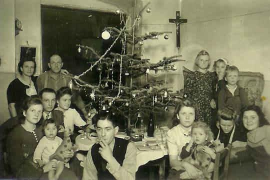 Actualité & Images Noel : Revivez le Noël d'autrefois ! Repas-noel-famille-704068
