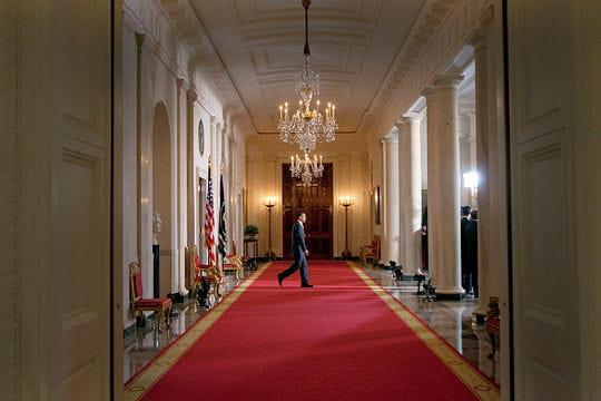 ديكور منزل اوباما (رئيس امريكا) Cross-hall-430622