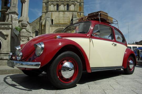 Auto : Les plus belles photos d'automobile des Internautes Coccinelle-rouge-blanche-1028070
