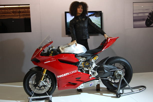 Un Grat'burnes pour ..... Ducati-1199-panigale-1062957