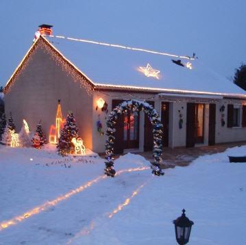 20 - Noël........comme vous l'entendez.....photos reçues !!! - Page 7 Maison-illuminations-noel-creney-aube-903216