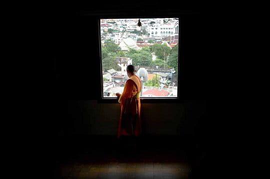 Images de Bienêtre - Page 3 Moine-bouddhiste-bangkok-230616