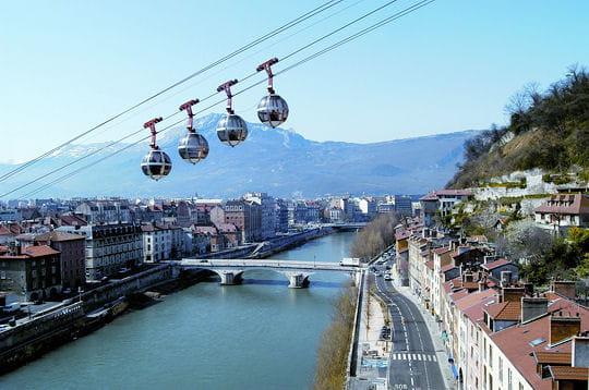 Par ordre alphabétique, des villes et des villages . Grenoble-274137