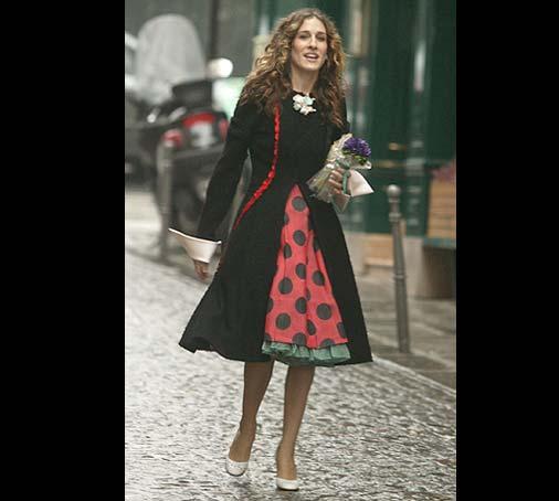 Гардероб наших леді в колекціях fashion дизайнерів - Страница 2 Ep94_carrie_polkadotdress