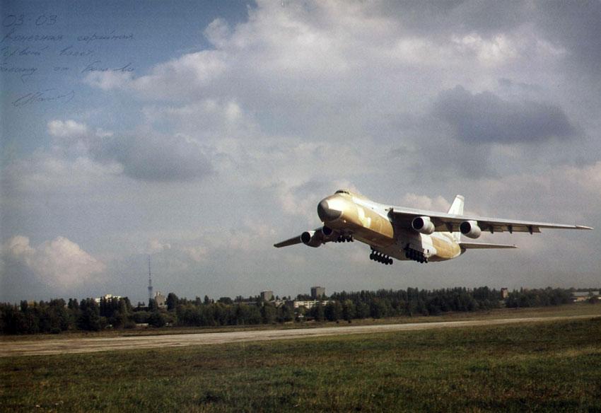 ¿Se volverá a construir el avión de transporte Antonov An-124? An-124_last