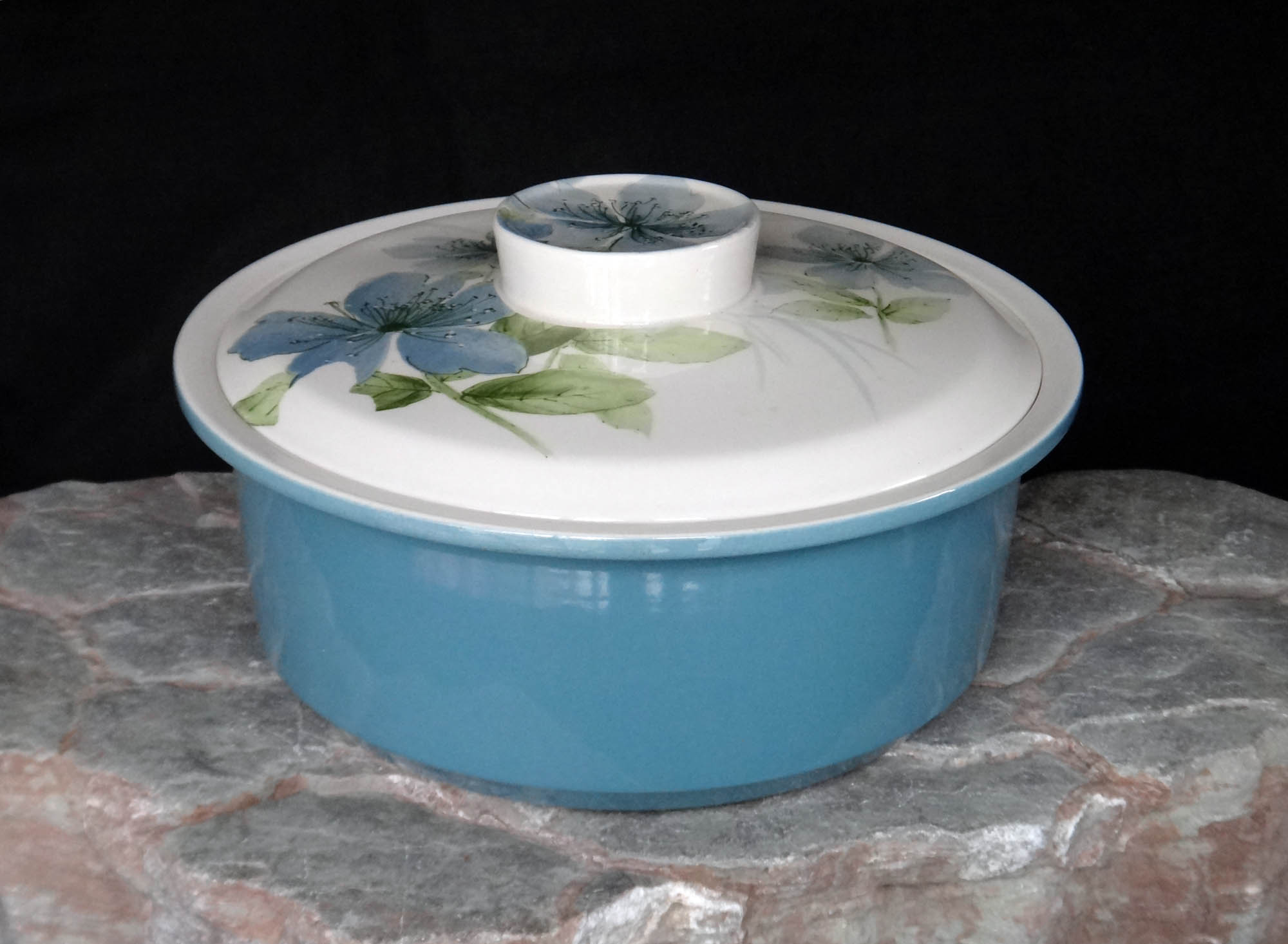 Cook & Serve Casserole with Sapphire pattern Cocotte_crown_lynn_2