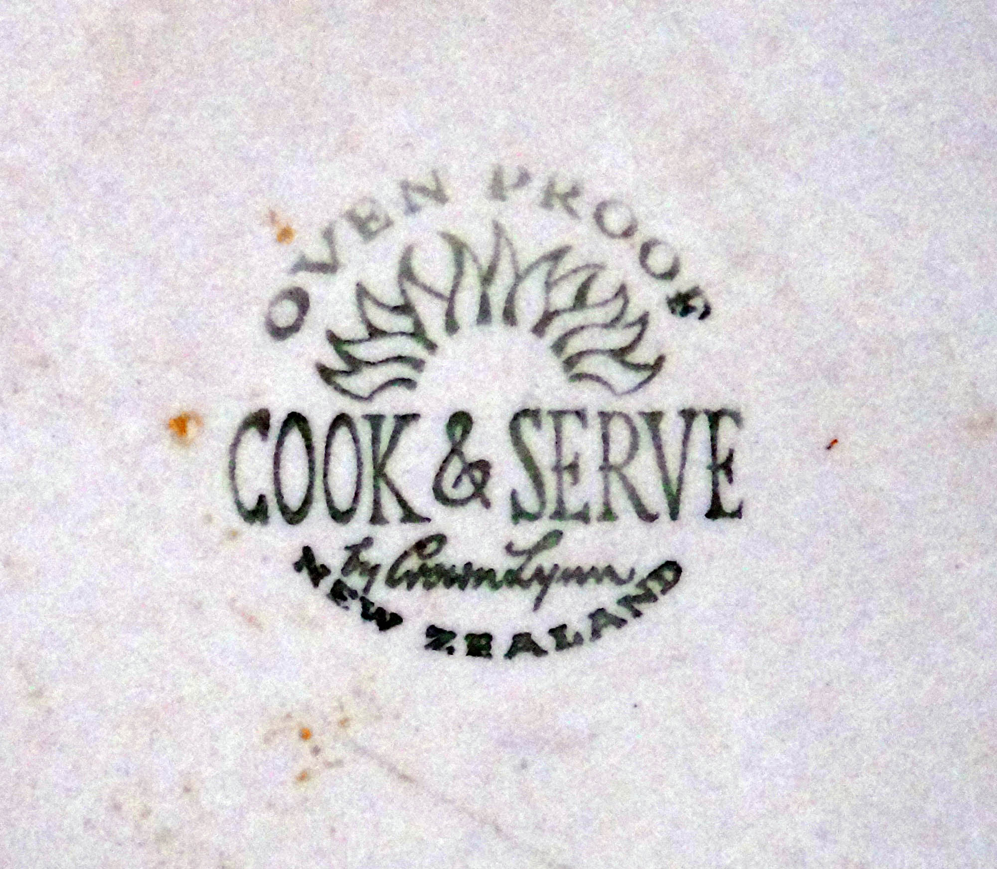 Cook & Serve Casserole with Sapphire pattern Cocotte_crown_lynn_6