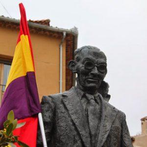 Agapito Marazuela Albornos, el músico del pueblo - Santiago Vega Sombría - formato pdf Agapito-marazuela-escultura-loquesomos-300x300