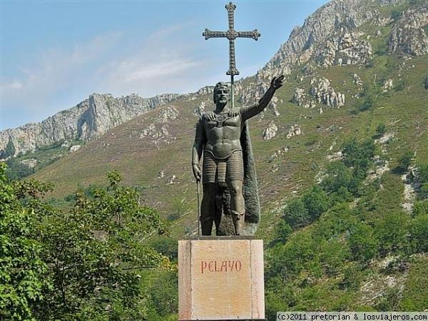 [Off Topic] Los lugares mas bonitos de tu ciudad! Normal_estatua_don_pelayo_covadonga_asturias__2___small_