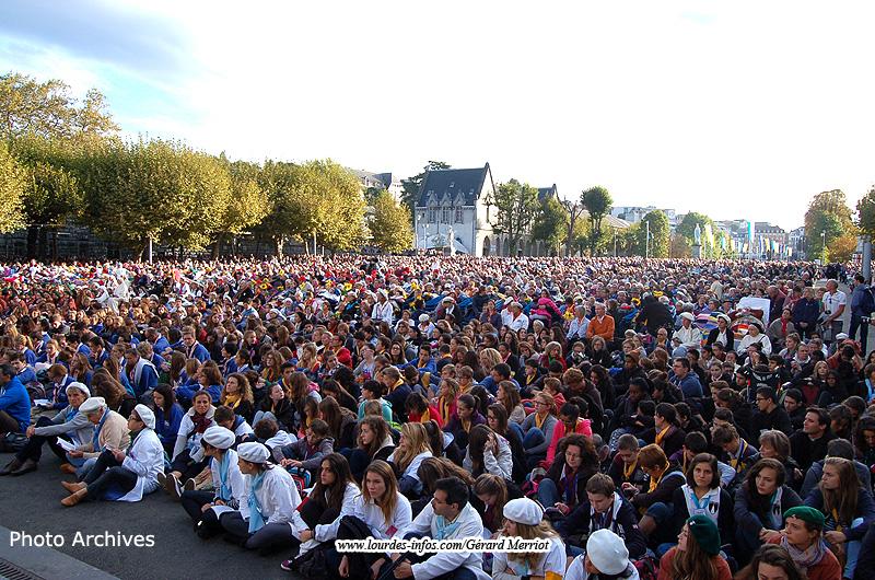 Lourdes : Messes Internationales-Processions Eucharistiques-Infos!! - Page 14 02-800-135