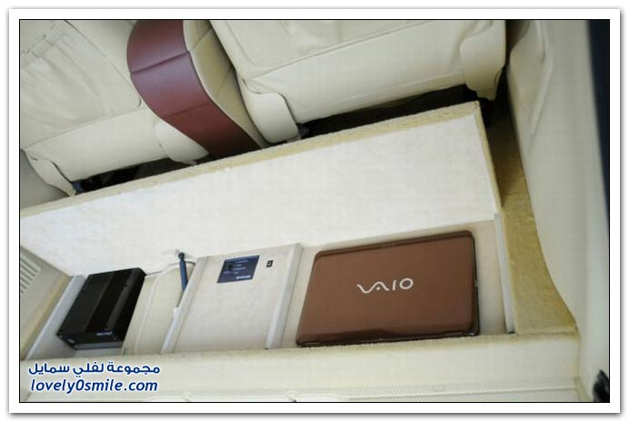 صور: تصميم رائع لمكتب داخل سيارة مرسيدس بنز BrabusMercedes-02