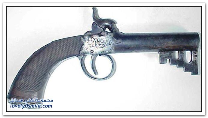مفاتيح قديمة في مسدسات Keys-in-old-guns-03