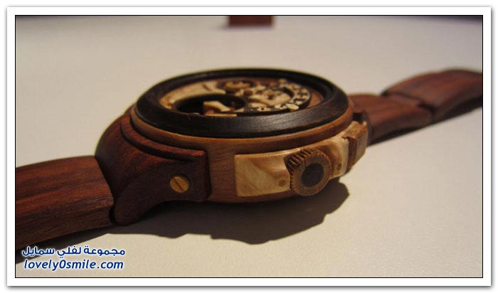 ساعة منحوتة من الخشب Clock-carved-from-wood-03