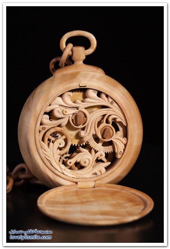 ساعة منحوتة من الخشب Clock-carved-from-wood-07
