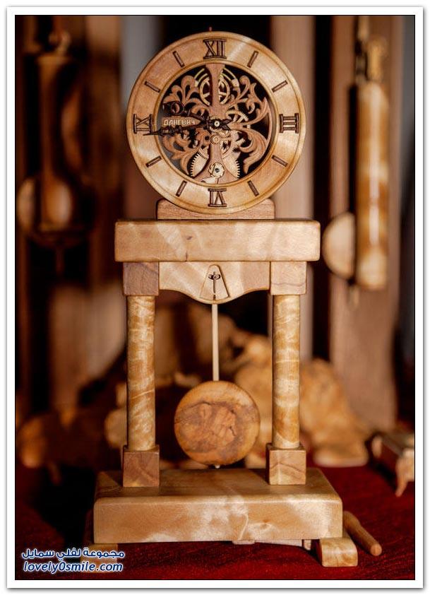 ساعة منحوتة من الخشب Clock-carved-from-wood-11